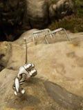 Żelaz drętwienia w skale, turystyczna ferrata drabina Żelazo przekręcająca arkana załatwiająca w bloku śruby kłapnięciem haczy Li Obrazy Stock