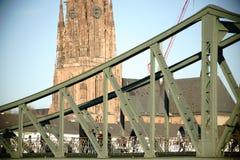 Żelazna mosta i Frankfurt katedra Obraz Stock