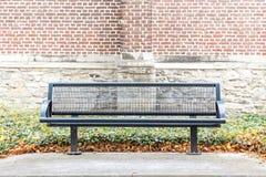 Żelazna uliczna ławka zdjęcie royalty free