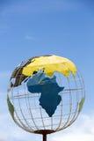 Żelazna ziemska kuli ziemskiej struktura z niebieskim niebem i afrykanina kontynentem Obraz Royalty Free