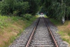 Żelazni ośniedziali taborowi kolejowi szczegółu zmroku kamienie Obraz Royalty Free