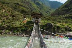 Żelazny łańcuszkowy most, Tamchoe monaster, Bhutan Obrazy Royalty Free