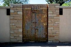 Żelazny stylu kasztelu drzwi Obrazy Stock