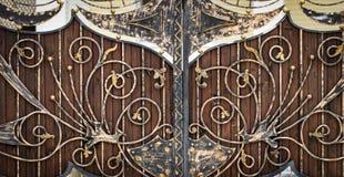 ?elazo bramy, ornamentacyjny skucie, forged elementu zako?czenie zdjęcia stock