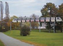 Elbauenpark in Magdeburg, Deutschland Zug für einen Sightseeing-Tour Lizenzfreie Stockfotos