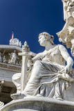Elbe. The Athena Fountain (Pallas-Athene-Brunnen) in front of the Parliament was erected between 1893 and 1902 by Carl Kundmann, Josef Tautenhayn and Hugo Stock Photography