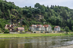 Elbe dal i Sachsen nära staden Rathen semesterort Arkivbilder
