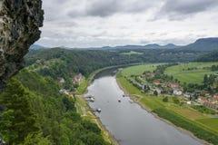 Elbe dolina w Saxony blisko miasta Rathen Zdjęcie Royalty Free