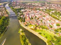 Elbe - Labe flod i Nymburk - Nimburg arkivfoton