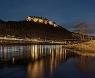 Elbe Piaskowcowe góry - noc widok forteczny ` Königstein ` obraz royalty free
