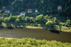 Elbe River na área de turista checa de Labske Piskovce vista da perspectiva de Belveder na tarde o 8 de setembro de 2018 Fotos de Stock