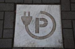 Elbilparkering, Amsterdam, Nederländerna Arkivbilder