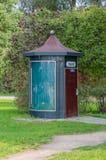 Elblag, Polen - 9. September 2017: Moderne öffentliche Toilette in Elblag lizenzfreie stockfotos