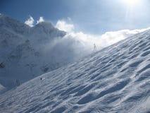 elbrus山滑雪倾斜视图冬天 免版税图库摄影