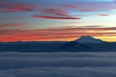 Elbrus晚上视图。 免版税库存照片