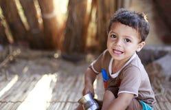 Elbrus湖,埃及- 2015年7月24日:未认出的埃及孩子 库存照片