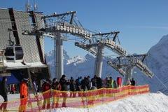 ELBRUS,俄罗斯- 2018年1月03日:山滑雪胜地Elbrus俄罗斯,长平底船推力,风景冬天 库存图片