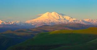 Elbrus в проломе Стоковые Фото