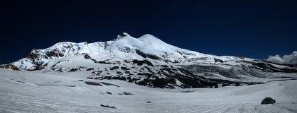 Elbrus am Abend lizenzfreie stockfotografie