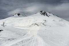 Elbrus dans la neige Photographie stock libre de droits