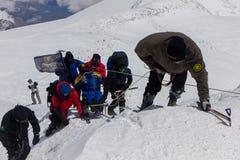 2014 07 Elbrus góra, Rosja: Pojedyncza mężczyzna wspinaczek góra Elbrus Zdjęcia Stock