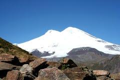 Elbrus - la montaña más alta de Europa Imagen de archivo libre de regalías
