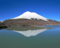 Elbrus_reflection_panorama Lizenzfreies Stockbild