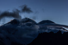 Elbrus szczyt na wschodzie słońca Obraz Royalty Free