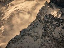 Elbrus szczyt przy jutrzenkowym światłem, Elbrus, Rosja Zdjęcie Stock