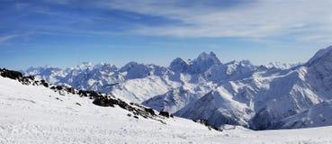 Elbrus zet op. Panorama Stock Afbeeldingen