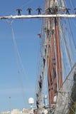 Elcano, marinai sugli alberi fotografie stock