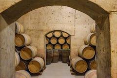 Elciego, à  lawa, Hiszpania Kwiecień 23, 2018: Tunele łączy korytarze podziemni lochy dokąd Rioja wina Marqu Fotografia Stock