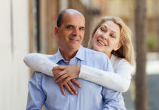 Eldelry married couple hugging together Royalty Free Stock Images