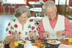 Elder couple eating pizza Stock Photography