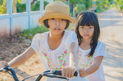 Elder sister and younger sister Royalty Free Stock Images