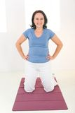 Elder woman working out on mat Royalty Free Stock Photography