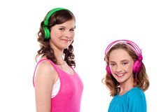 Elder and younger sisters listening to music Royalty Free Stock Photography