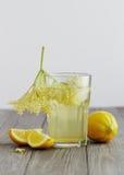Elderflower汁液 库存照片
