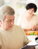 Elderly couple cooking Royalty Free Stock Photos