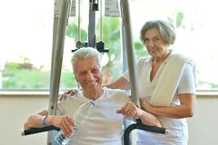 Elderly couple in a gym Royalty Free Stock Images