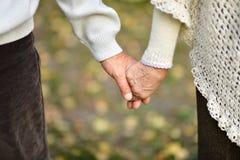 Elderly couple holding Stock Photography
