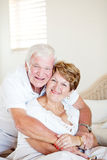 Elderly couple hugging Royalty Free Stock Photos