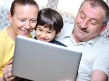 Elderly couple with laptop Royalty Free Stock Photos