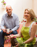 Elderly couple in patio Royalty Free Stock Photos