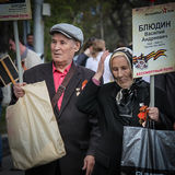 An elderly couple with portraits of a relative take part in the Immortal regiment on 9 May, 2016 in Ulyanovsk, Russia Stock Photo