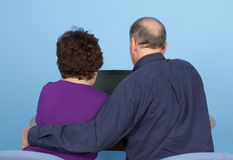 Elderly couple using a computer Royalty Free Stock Images