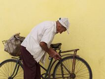 Free Elderly Cuban Gentleman With Bicycle Royalty Free Stock Photography - 170349167