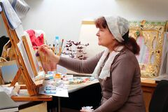 Free Elderly Female Icon Painter Royalty Free Stock Photography - 170861267