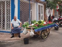 Free Elderly Man And His Fruit And Veg Cart Royalty Free Stock Photography - 69002127