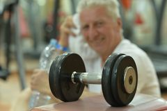 Elderly man in a gym Royalty Free Stock Images